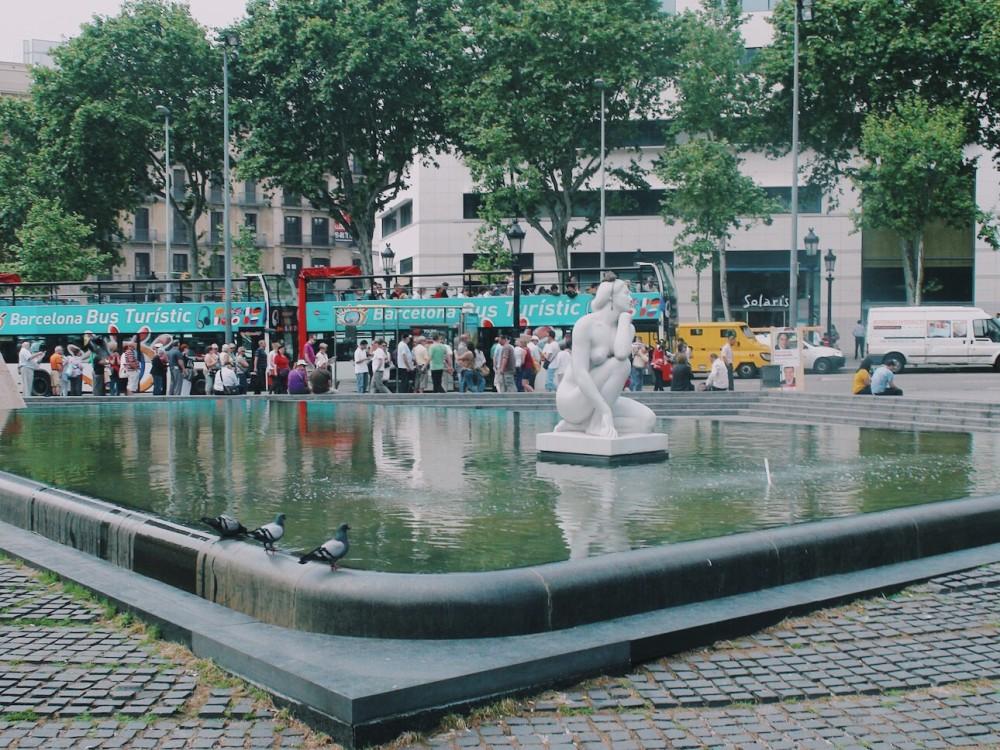 Catalunya Meydanı (Plaça de Catalunya)