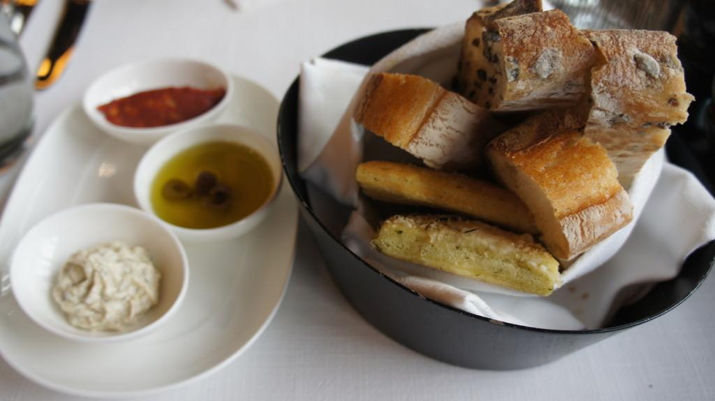 St.Regis Brasserie Ekmek